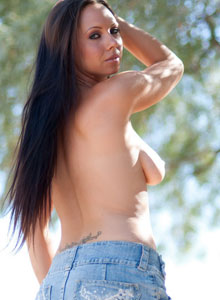 Devine Ones Darla Shows Off Her Tight Ass In A Super Short Jean Skirt That Really Doesnt Cover Anything - Picture 3